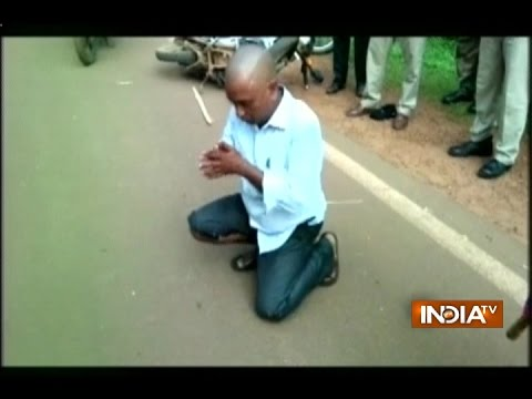 Man Beaten Up by Girl over Eve-teasing in Odisha | Video Goes Viral