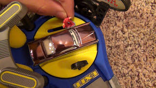 Hot Wheels Detail Center Deluxe Car Wash World Playset with Auto Action Features