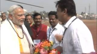 PM greets public at Bhubaneswar, Puri in Odisha
