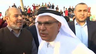 فلسطينيون غاضبون يرشقون موكب السفير القطري بالحجارة في غزة…