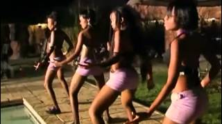 SLIZER MOCHA O CHELE (BOTSWANA'S FINEST LADY) CHANTE « SINGANGA ».flv