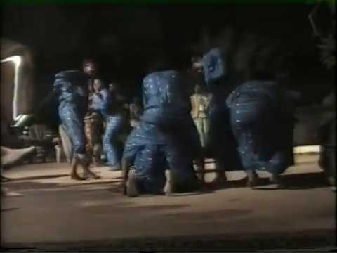 Spectacle de leumbeul l ors d une soirée folklorique a saly .