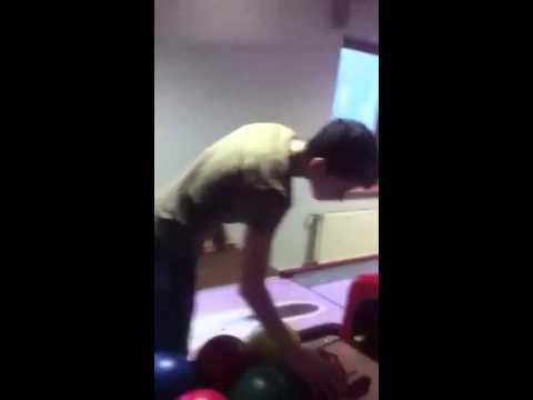 Adin Caxx a Bowling