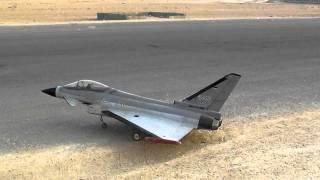 اقلاع طائرة نفاثة تايفن