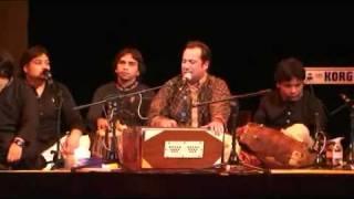 Rahat Fateh Ali Khan Live In Manchester Singing Mun Ki Lagan