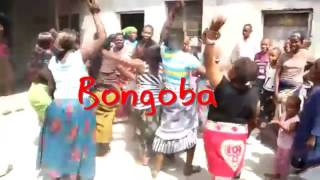Baikoko mpya angalia Mwanamke akivua nguo akishikwa shikwa