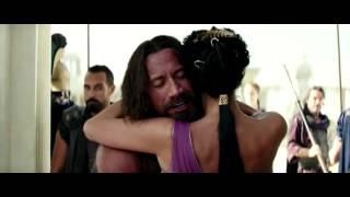Beso de Irina Shayk a Dwayne Johnson en 'Hercules'