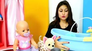 Ayşe Loli'ye banyo yaptırıyor.Ayşe oyuncak bebek banyosu, Gül'le ve Loli`le oynuyor.#Kızoyunları