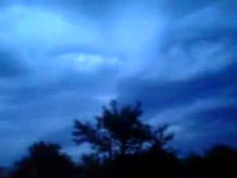 YouTube ظهور أحد الملائكة في سماء غزة فجراgp.flv