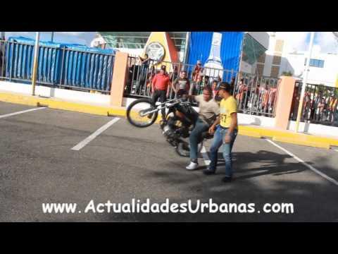 Algunas Piruetas en Acrobacias Sobre Ruedas Arena Del Cibao