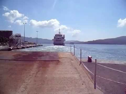 Acciarello Blu Navy in partenza da Portoferraio e Marmorica Toremar in arrivo