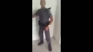 homem derruba dois policiais em hospital quando tentam levá-lo preso