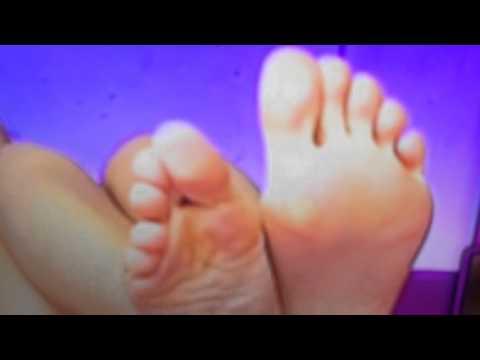 Adele sexy soles