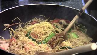 How to make chicken chow mein egg noodle