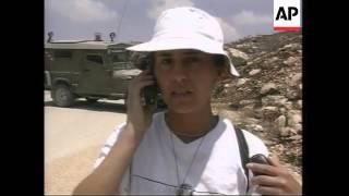 Arafat meets UN envoy, intl solidarity group at roadblock