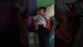 Thanh  niên ngủ mà thủ dâm