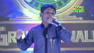 ▶ Badhusha   Best Performance, Zuhra Bathool   Pathinalam Ravu Grand Final   Mappila Songs   YouTube