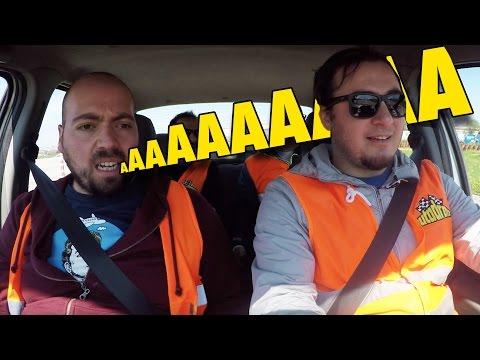 Islak Zeminde Kim Daha İyi Araba Kullanacak? - Trafiğe Kapalı Alanda Yarıştık