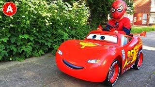 SpiderMan va au Pique-Nique sur sa Voiture Cars Lightning McQueen