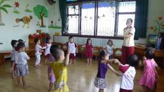 Các bé lớp mầm 1 đọc đồng dao Dung Dăng Dung Dẻ trường mầm non Hoa Hồng Đỏ quận 9