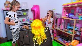 CUM a AJUNS Ea AICI? Desfacem Valiza! Aventuri cu Sofia si Sara/ Video pentru copii!