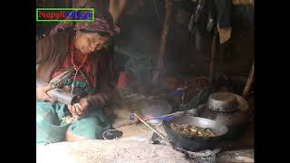 Cooking meat and eating food in team by family ll Asian cuisine ll primitive technology