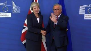 Juncker receives Theresa May at start of Brexit summit