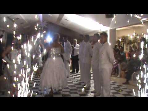 DEBUTANTE LETICIA E A ENTRADA COREOGRAFADA COM O GRUPO GERAÇÃO FEST DANCE.