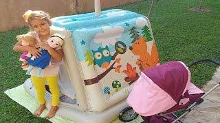 Oyun evini bahçeye taşıdık, Elif elsa ve maşa bahçede piknik yapıyor, eğlenceli çocuk videosu