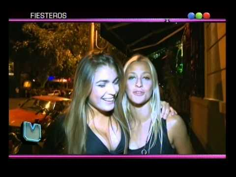 Noche Mix Beso Entre Mujeres Vértigo