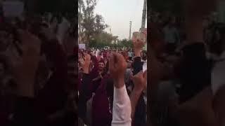 """Iran, Borazdjan, le 7 juillet,  La population de la ville scande """"A mort le dictateur"""""""