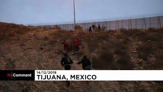 رغما عن ترامب.. شاهد كيف يجتاز مهاجرون السياج الحدودي بين الولايات المتحدة والمكسيك …