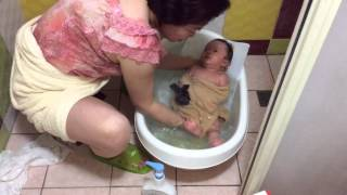簡單好學的嬰兒洗澡法