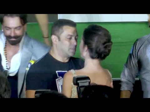 Xxx Mp4 Salman Khan HUGS Amp KISSES HOT Amy Jackson 3gp Sex