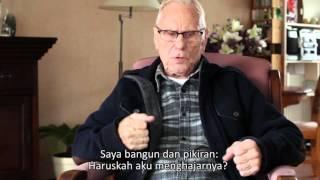 Veteran Belanda menyanyi Indonesia raya