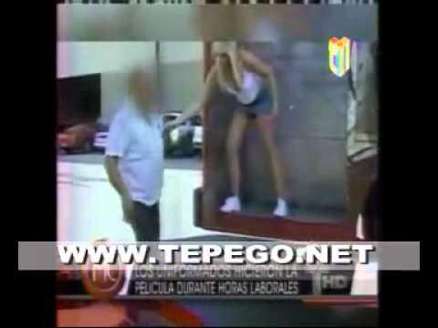VIDEO Dos policías haciendo sexo con una modelo en plena vía publica .mp4