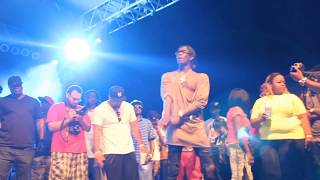 """Young Thug Performs """"Pass Me The Hookah"""" Live At Streetzfest"""