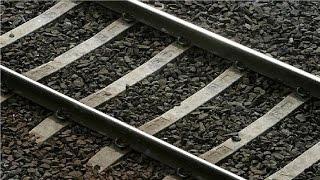 هذا هو السر وراء وضع الحجارة الصغيرة في السكك الحديدية