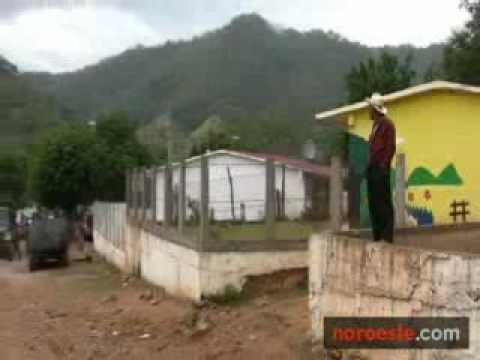 CHOCAN GRUPOS ARMADOS EN LA SIERRA DE SINALOA 23DIC09.flv
