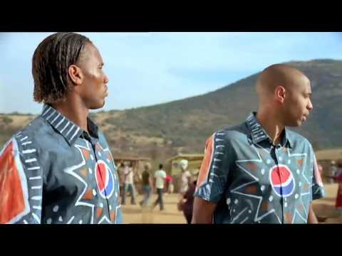 Pepsi Commercial 2010. Kaka Messi Drogba y los mejores del mundo en Akon Oh Africa HD