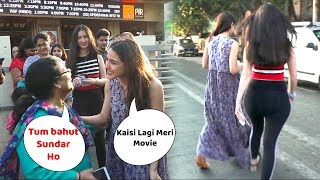 sara ali khan Very Cute Moment With Her Fans || Crazy Fans With Sara ali Khan