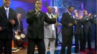 Adalberto Alvarez - y Que Tu Quieres Que Te Den (En Vivo) Salsa Cubana (HD)