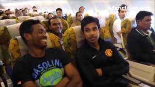 Mashrafee fun with Bd cricketers in flight