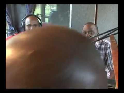 Uhuru Kenyatta sings a kikuyu song.
