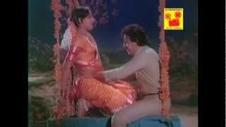 Naan Pooveduththu (Naanum Oru Thozhilaali - 1986)