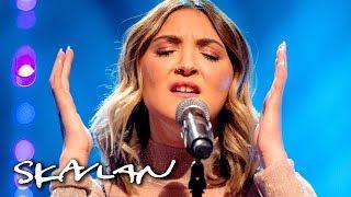 Julia Michaels performs «Issues» acoustic   Skavlan