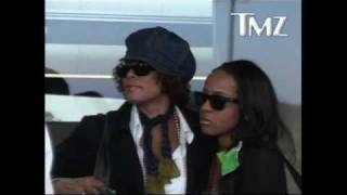 Whitney Houston - NYC Airport (4/6/09)