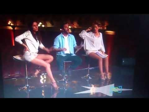 José Gaviria le dice a Paola que no sabe de música y se le ríe.