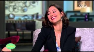صاحبة السعادة   منة شلبي : وقعت أثناء استلام جائزة عن فيلم الساحر بسبب الكعب العالي