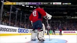 """Mike Smith scores """"impossible"""" goal 